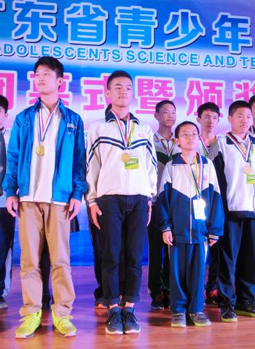 《水陆空三栖飞机》项目勇夺青少年科技创新成果一等